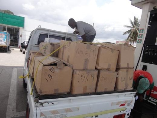 BOX 35 zilikabidhiwa leo kwa Mwalimu Gunda kwa ajili ya Maktaba ya Jamii Kabanga